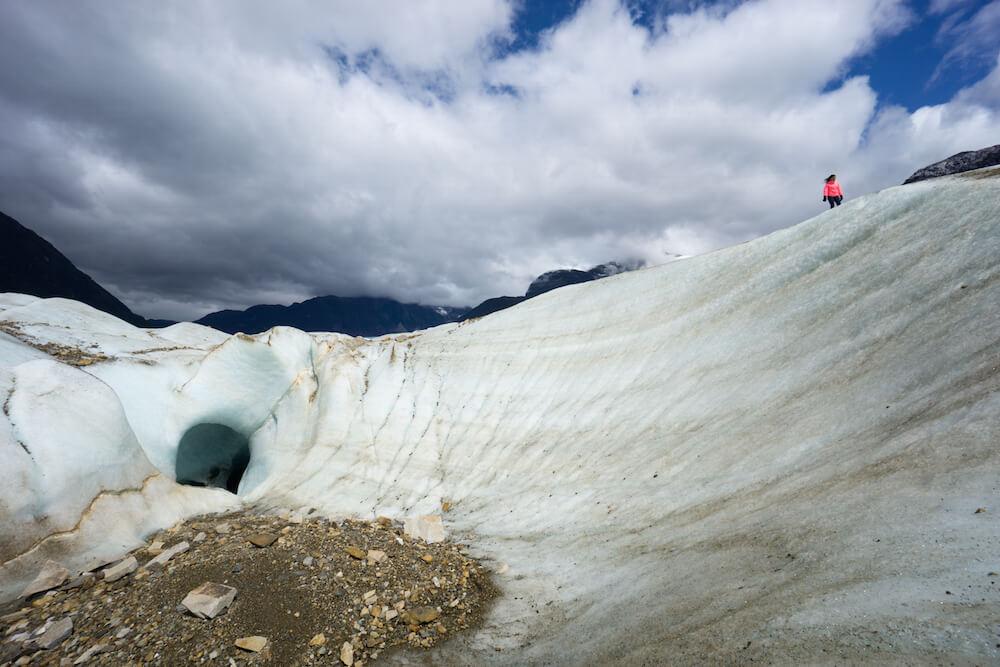 exploradores glacier trekking