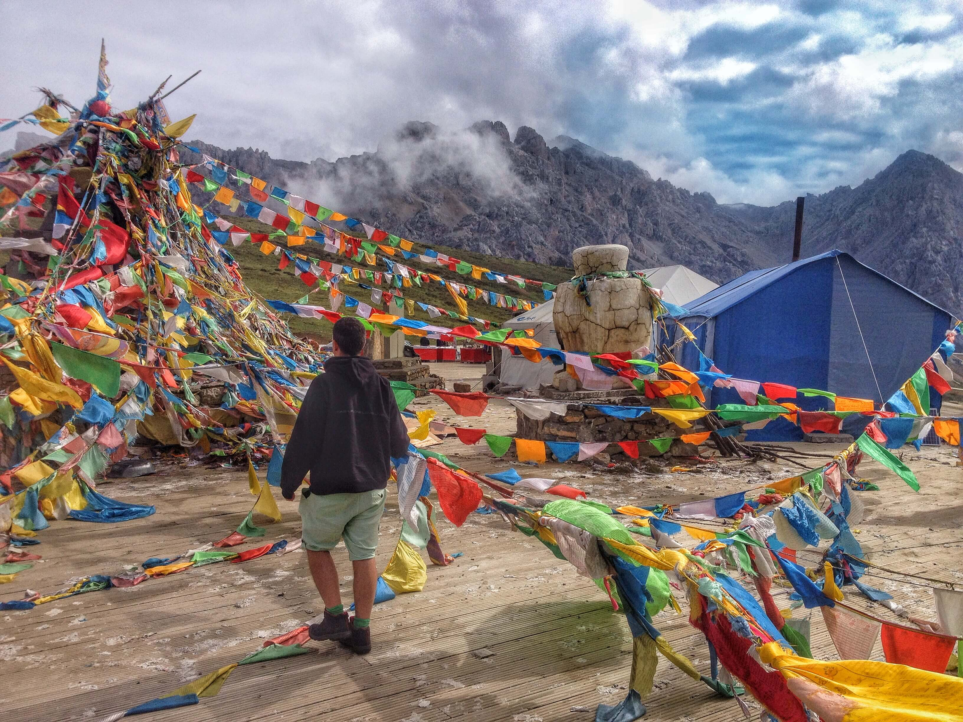 tibetan prayer flags huanglong national park