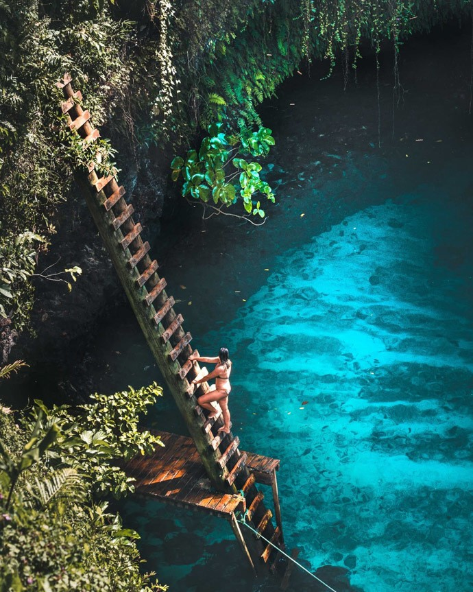 10 top things to do in Samoa - To Sua Ocean Trench wooden ladder